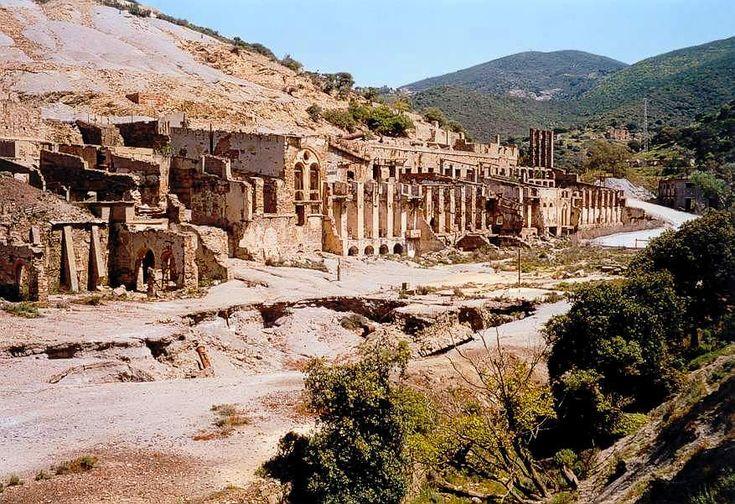 Vecchi edifici minerari delle miniere di Ingurtosu (Arbus), Sardegna