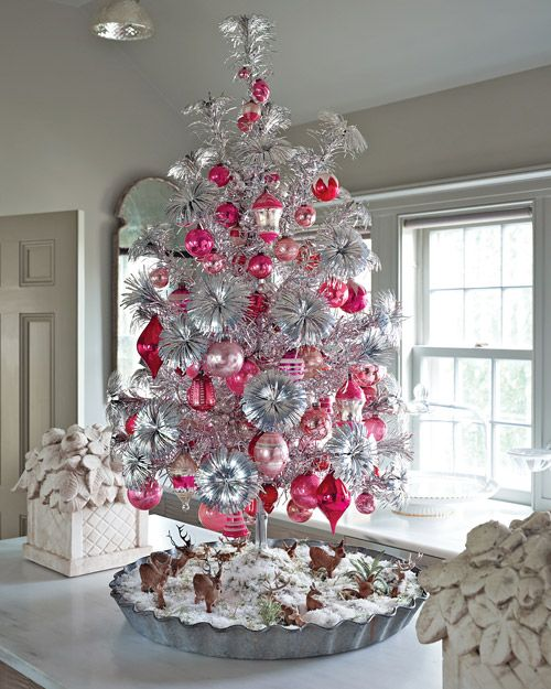 Tinsel tree with pink ornaments. Love the baking tin 'stand'!