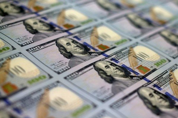 Le nouveau billet de 100 dollars prend des couleurs