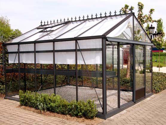 Une Serre Elegante En 2020 Jardins Jardin D Hiver Et Serre
