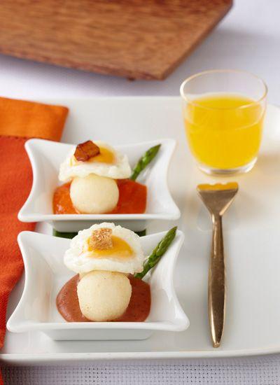 Calentao - Croquetas de arroz con huevo de codorniz sobre salsas de hogao y fríjoles