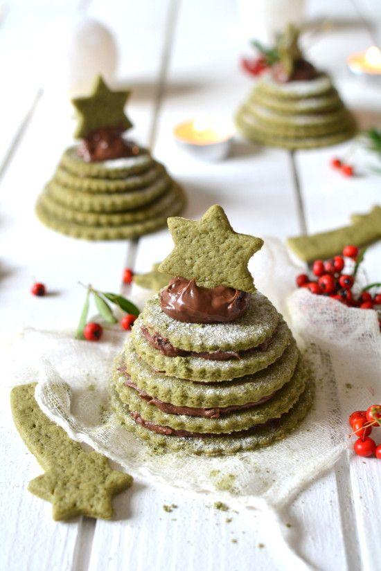 Petits sapins de biscuits au thé matcha et à la pâte à tartiner { 100% végétal } // Matcha & chocolate spread biscuit trees { vegan } http://www.lesrecettesdejuliette.fr