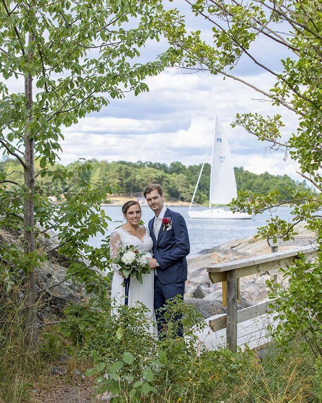 67fbf0ee85a7 Ibland har man tur när man fotograferar. Självklart vill man ha en segelbåt  i bild när man är i skärgården! #arkö #arkösund #badholm…