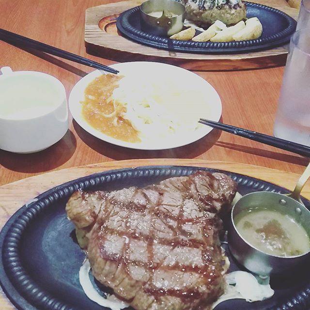 昨日カウボーイ家族行ってきた!! 肉!うま!塩ダレ!うま! ハンバーーーーーーーーグ! #デート#カウボーイ家族#肉#うまい#カレー#スパゲティ#野菜#色々#食べ放題#これは#デブ