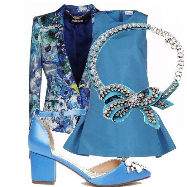 Il biscay bay è un dei colori dell'inverno ma è utilizzatissimo anche in primavera, soprattutto se abbinato ad un capo floreale. Questo vestito corto di na bella tonalità di azzurro abbinata ad una giacca fantasia che riprende il colore e delle scarpe con mezzo tacco sono perfetti per una cerimonia in primavera.