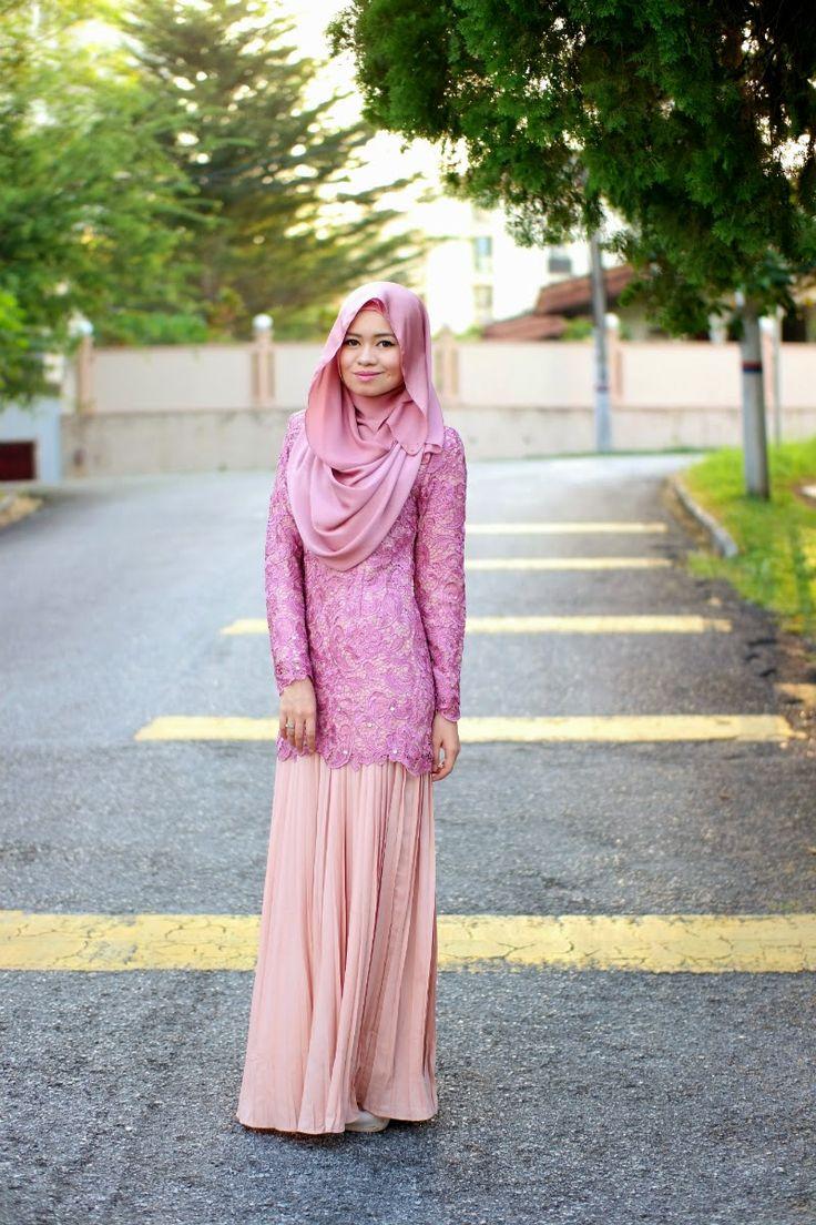 R Nadia Sabrina: Laced with Intricacies