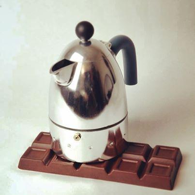 Foto: Pausa caffè? #sottopentola #chocolate by #creativando #trivets #pausa #caffè #moka #espresso #verona #italy #italiandesign #designspeakingstoreverona #design #pomeriggio #vsco #vscocam #design