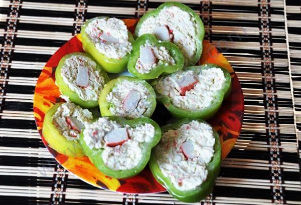 Перцы, фаршированные салатиками | edazdorova.ru
