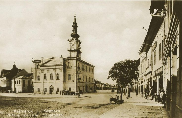 File:Starý Kežmarok - Radnica a námestie.jpeg