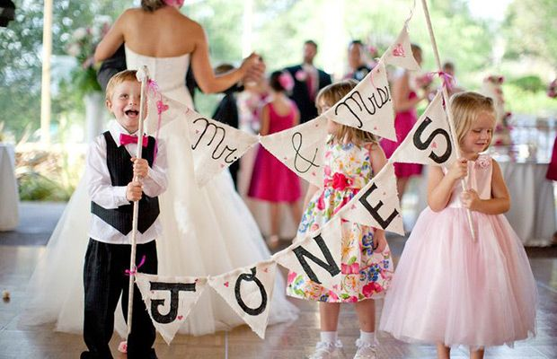 Having children at a wedding isn't easy but it can be great once you're well prepared. So today we share our top 11 ways to entertain kids at weddings.
