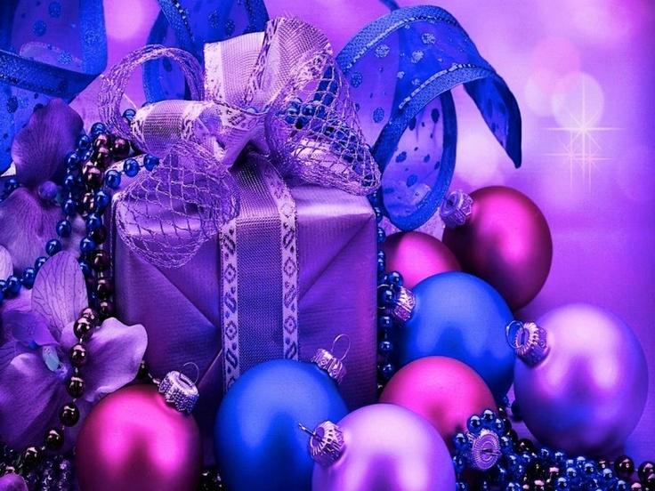 Christmas comes but once a year.                   元はイタリアのことわざ:    「クリスマスは年に一度しか来ない、だから善いことをせよ」「だから子どもたちを楽しませよ」  「大いに楽しめ」    などの意味で使われている。    「だから大いにビジネスに利用せよ」    というものもある。      Christmas comes, but once a year is enough.     「クリスマスはやって来るが、年に一度で十分だ」と、  ユーモアを効かせたアメリカのことわざもある (^_-)☆