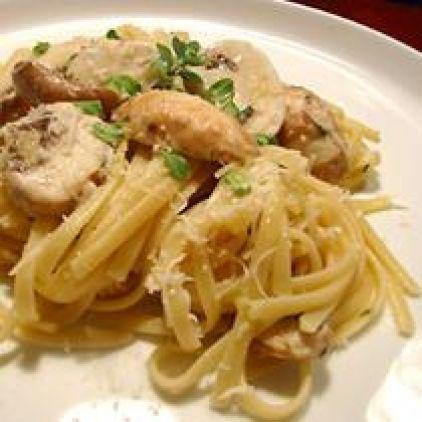 Ingredients: 500 gr linguine 250 gr white mushrooms, sliced 80 ml olive oil 3 garlic clove pressed grated rind of 1 lemon juice from 1 lemon 5 sprigs fresh thyme 1 1/2 tsp salt 200 gr parmesan cheese Ground pepper
