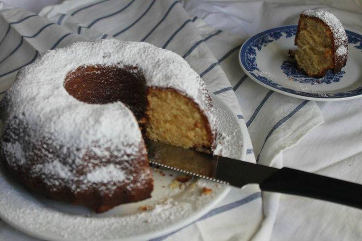 Η Έλενα Σμπώκου φτιάχνει ένα κέικ βανίλια πάρα πολύ νόστιμο και πάρα πολύ εύκολο στην παρασκευή.