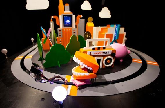 Poke's Tweet-powered teeth for Orange UK