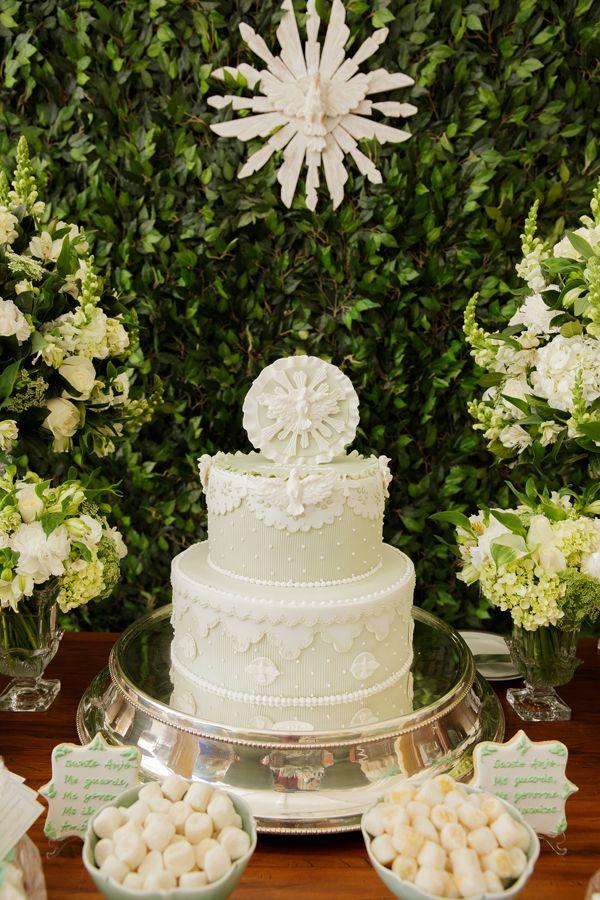 Verde e branco é uma combinação neutra e, portanto, perfeita para o batizado de um casal de gêmeos. Foi pensando nisso que a Jazz Assessoria criou esta lin