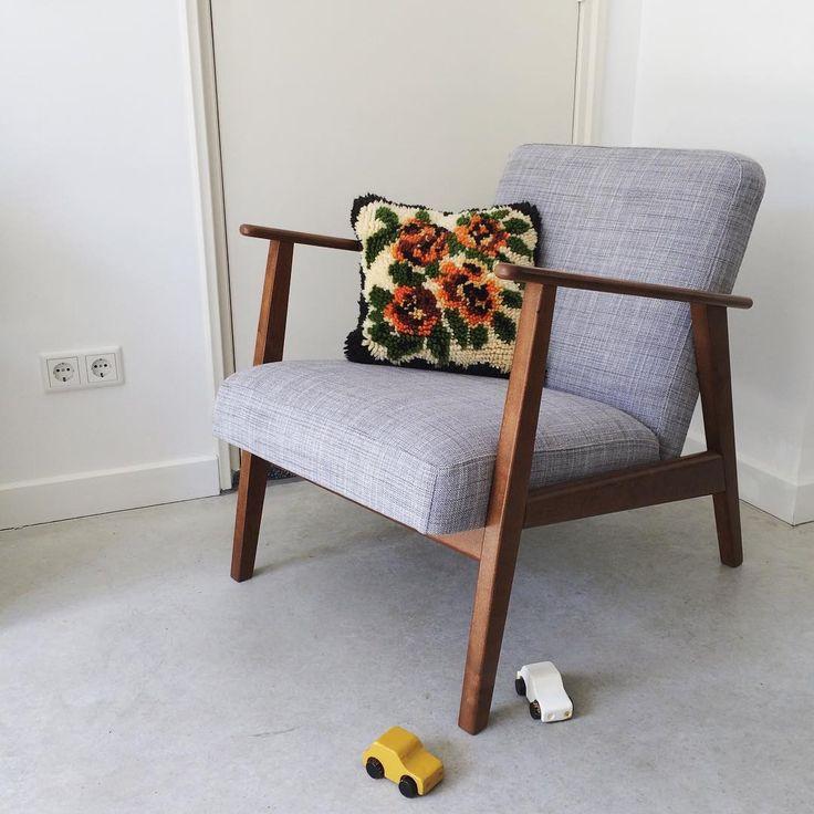 Dit oude knoopkussen vond ik op zolder. Het is van de vorige bewoonster geweest en was duidelijk toe aan een reparatiebeurt. Na wat knip- en stikwerk is dit kussen weer helemaal van nu!   #spullendokter #kussen #cushion #knoopkussen #handwerk #knopen #handmade #naaldendraad #interior  #homestyling #homedecor #assecories #ikea #ekenäset #chair #woonaccessoires #woodentoys #zolder #gevonden #repair #vintage #retro #zogoedalsnieuw #breda