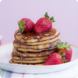 receita-como-fazer-panqueca-doce-iogurte-morango-mel-ickfd-detalhe-5