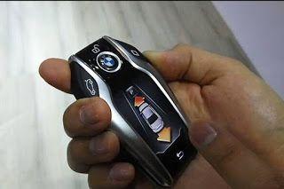 TeknoLut: Pengunjung IMMS Jajal Parkir Otomatis BMW Seri 7