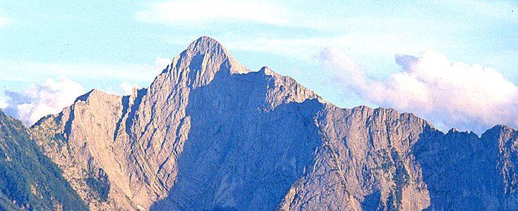 24 ore per fermare la distruzione delle Alpi Apuane. Svariate iniziative sul territorio toscano e sul web.