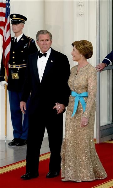 Laura Bush is such a classy lady! I love her and George! Especially this pic!
