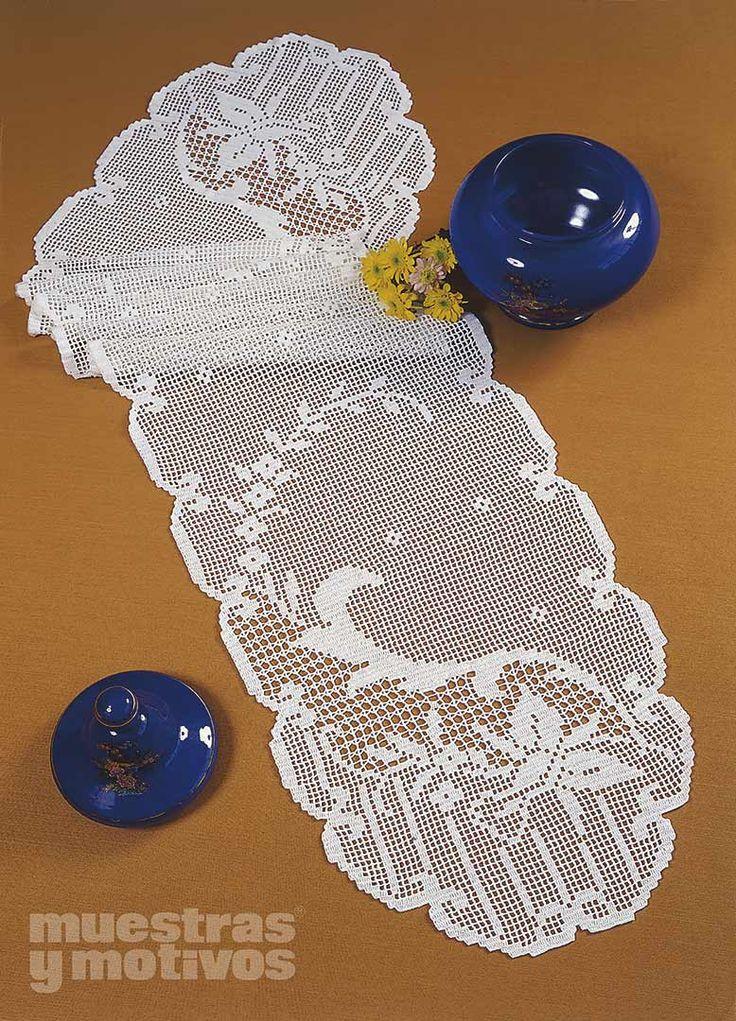 2,40€ #muestrasymotivos #crochet  Precioso camino de mesa tejido a ganchillo. www.e-muestrasymo...