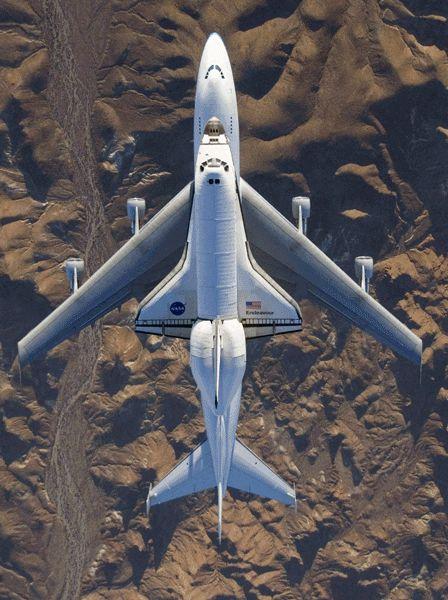 Overhead Shuttle on 747