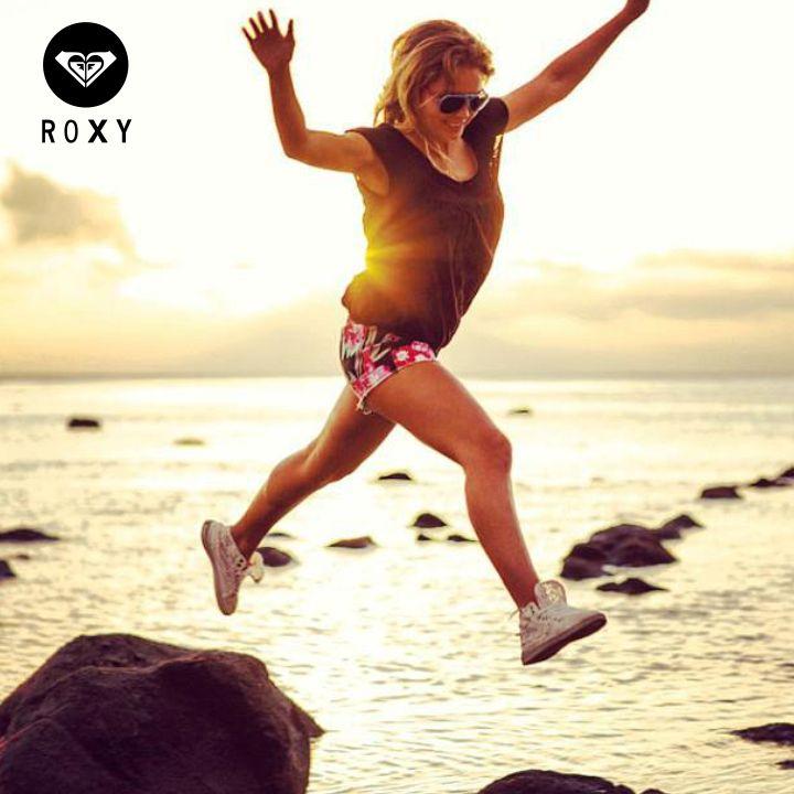 Ya sabemos que es viernes, así que ponte tu pinta Roxy Colombia y diviértete #ChicasROXY #ROXYstyle #Friday #Happiness