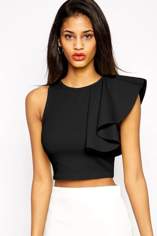 No brand crop top with ruffle on the shoulder. 10€