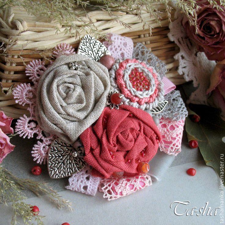 """Броши ручной работы. Ярмарка Мастеров - ручная работа """"Дикая роза"""" бохо брошь букет, цветы из ткани. Handmade."""
