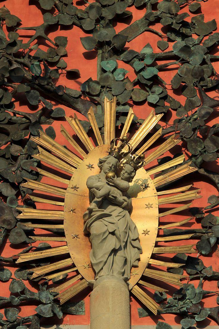 https://flic.kr/p/Cgkdht | Święta Lipka | W Świętej Lipce znajduje się najstarsze w Polsce Sanktuarium Maryjne, słynące z cudów i uzdrowień. Barokowy kościół zachwyca bogatym wystrojem i unikatowymi XVIII-wiecznymi organami z ruchomymi figurkami i dzwoneczkami.  The village of Święta Lipka is known for Poland's oldest Marian sanctuary, famous for marvels and recoveries. The Baroque church presents a delightful interior with rich décor and a unique 18th-century organ, with moving figurines…