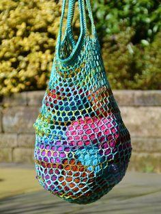US crochet pattern below! Heb je ook zo veel plastic tasjes die je elke keer vergeet mee te nemen naar de winkel? Deze tas kun je makkelijk in je jaszak stoppen en vergeet je dus niet! Je kunt het...