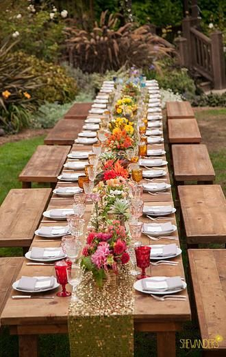 Un chemin de table doté et pailleté pour une déco champêtre chic #or #gold #wedding #champetre http://www.mariageenvogue.fr/s/31720_214180_chemin-de-table-dore-paillete