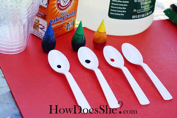 Easy magic trick kids will love and would be great to use for a Cub Scout ceremony. The magic question…how do you get the white powder on the spoons turn into colorful swirls like this?  Items Needed:      Vinegar      Water      Baking Soda      Spoons      Food Coloring      Clear cups   DO this part WITHOUT the kids.  This is the secret to the magic.  Put a drop of food coloring on the spoon.  Now cover it up with baking soda.  Leaving one spoon with no color under it.  Remember this…