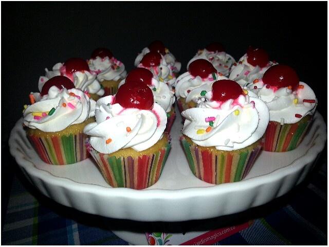 Minicupcakes de vainilla y cerezas...
