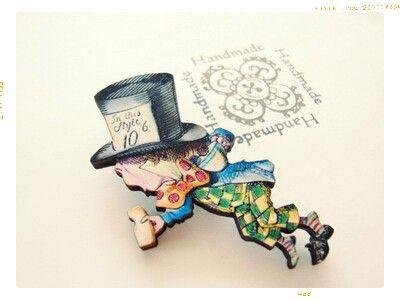 挿絵画家テニエルによって描かれた「不思議の国のアリス」、マッドハッターがモティーフです。女王の裁判に、証人として呼び出された帽子屋ですが、片手にカップ、もう片...|ハンドメイド、手作り、手仕事品の通販・販売・購入ならCreema。