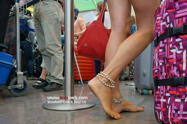 #Barefoot, chic and sexy even on a plane! [http://www.lexoweb.com/SetsThm/03BFoot01/gallery01.htm] Anklets by @verymicky