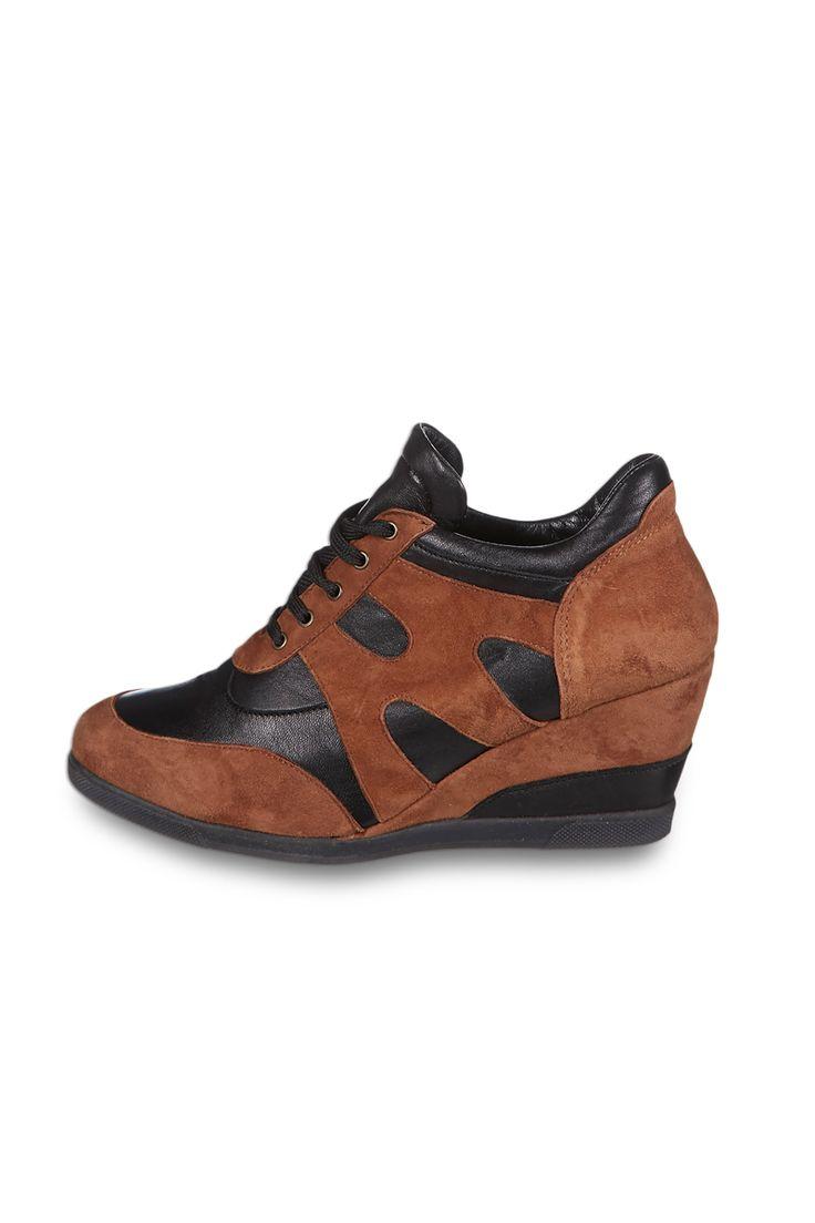 Venda Calçado tendência / 14021 / Eden Shoes / Botas e boots / Boots de cunha de couro Conhaque e preto. 29€(115€)