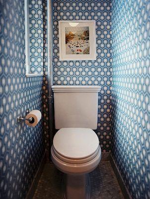 A teeny Toilet room!