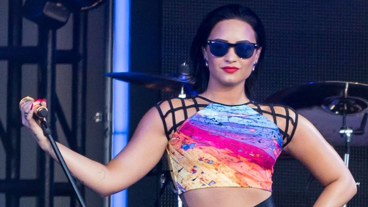 demi lovato performs 39 cool for the summer 39 on jimmy kimmel wearing