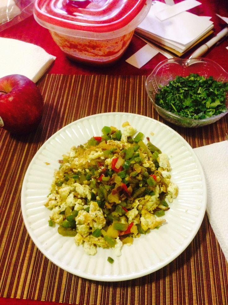 Diet day one !  Desayuno: 2 claras de huevo, cebolla, chile jalapeño, morrones y una manzana