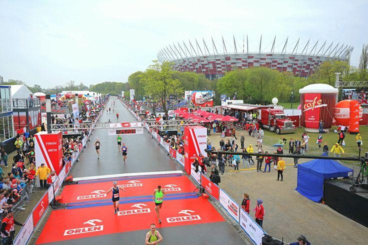 """Poznajcie bohaterów ORLEN Warsaw Marathon! Tak, ci ludzie poskromili królewski dystans. Mogą spojrzeć w lustro i powiedzieć """"przebiegłem maraton""""."""