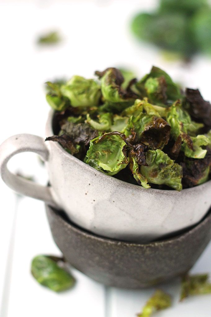 Salt and Vinegar Brussels Sprout Chips for a salty and crunchy snack recipe made entirely with healthy ingredients including brussels sprouts, apple cider vinegar and sea salt! | #Healthy #Easy #Recipe | @xhealthyrecipex |
