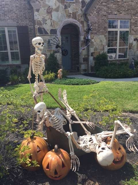 photo credit kristen ellis grandin road spooky dcor challenge 2015 funny halloweenhalloween - Funny Halloween Decorations