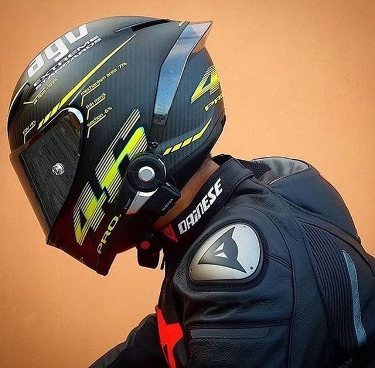 Valentino Rossi in nero