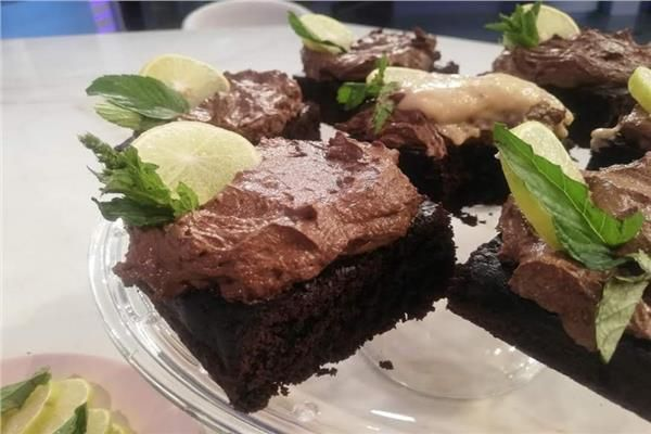 لأصحاب الدايت طريقة عمل كيك الشوكولاتة اخبار اليوم تقدم الشيف توتا مراد طريقة عمل كيك الشوكولاتة لأصحاب الدايت بخطوات سهلة وبسيطة لتن Desserts Food Brownie