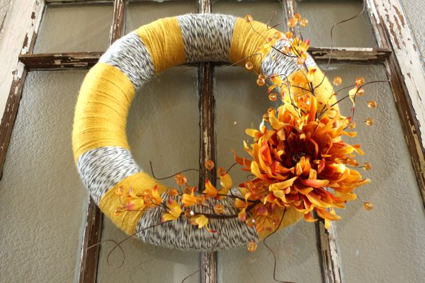 Adorable fall wreath tutorial (plus a neat tip to make even distances between multiple colors of yarn)