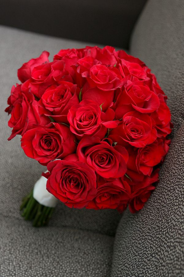 Best 25 red rose bouquet ideas on pinterest red rose wedding red wedding - Bouquet de rose artificielle ...