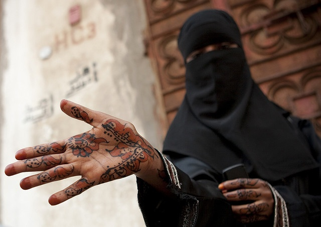 Saudi Arabia - Jeddah. Somali girl with henna on hands by Eric Lafforgue, via Flickr #cultures #hands #photography