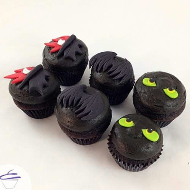 I want these Toothless Cupcakes ^.^ ♡ I give good credit to whoever made this
