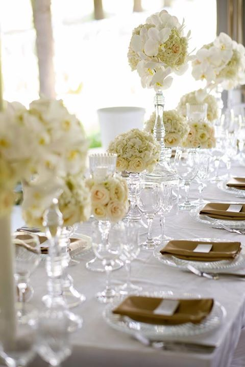 You can never go wrong with some beautiful, elegant white décor! #incredible #beautiful #whitewedding #elegant #wedding